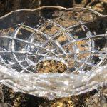 Kristallen Schaaltje (bobeche) zonder kristal in de zon